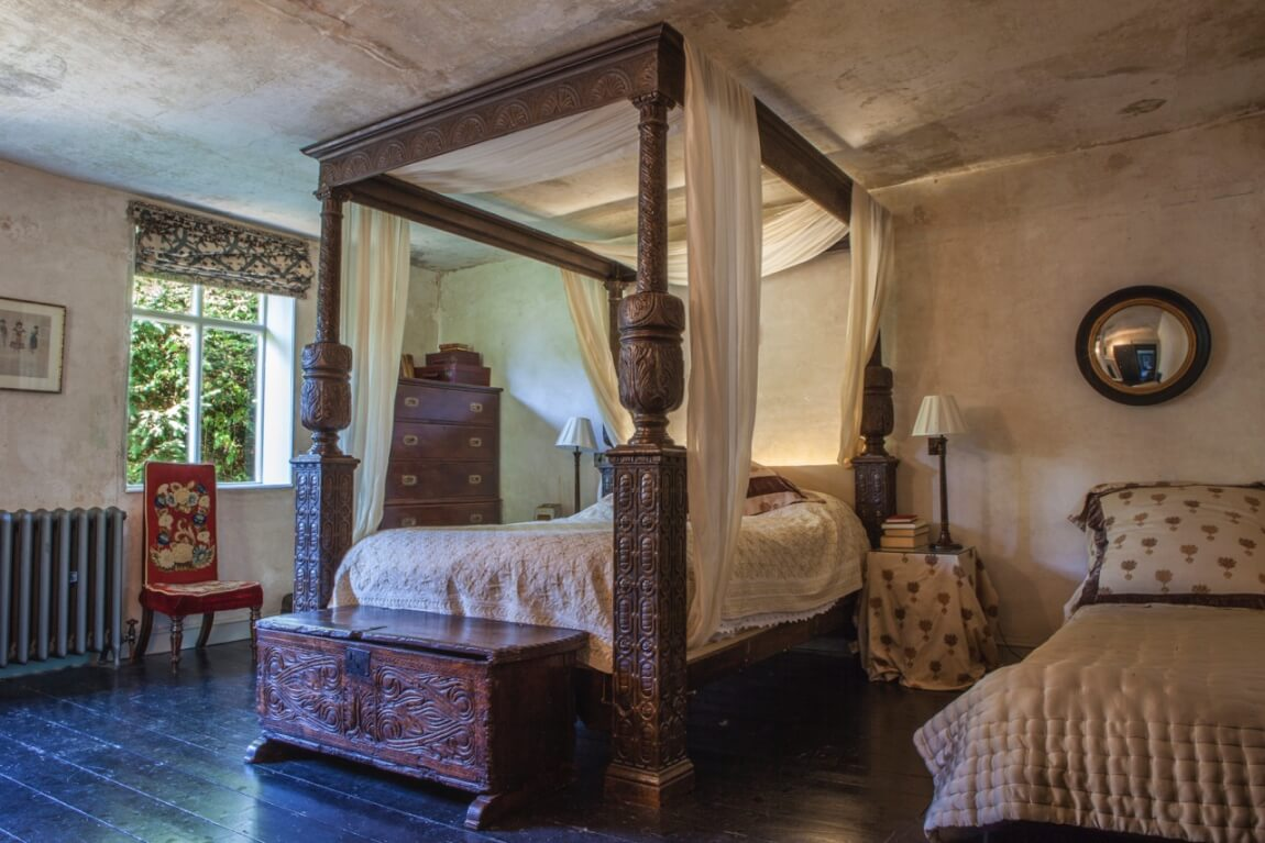 Bed in Shakespeare Airbnb